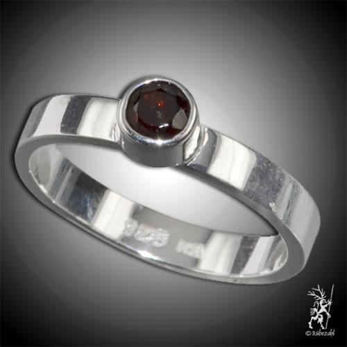 GRANAT ca 4 mm facettiert Design Echtsilber Ring