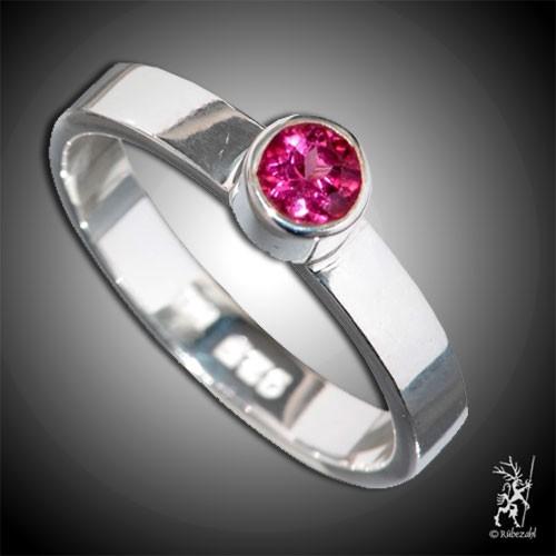 TURMALIN rot (Rubellit) ca. 4 mm face. Design Echtsilber Ring