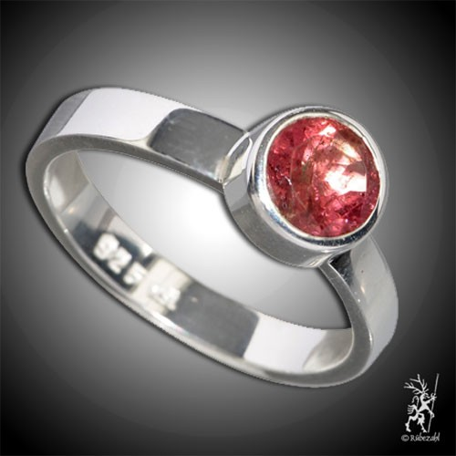 TURMALIN rot (Rubellit) ca. 6 mm face. Design Echtsilber Ring