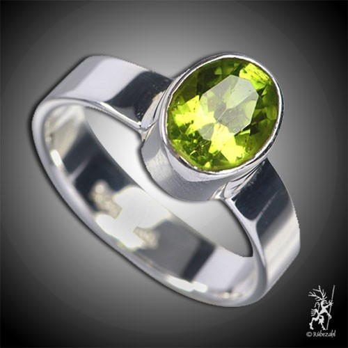 PERIDOT oval facettiert Design Echtsilber Ring
