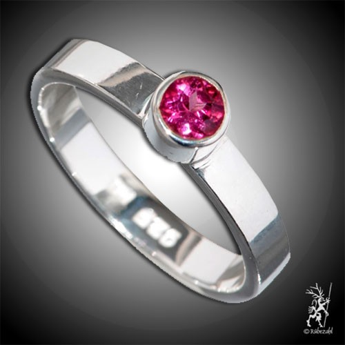 TURMALIN rot (Rubellit) ca. 4 mm face. Design Echtsilber Ring